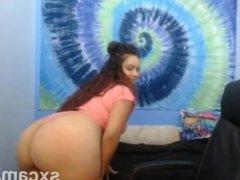 Big Ass Slut Twerking on Webcam - sxcamZ.com