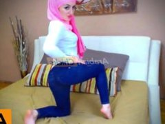 Muslim babe on webcam shows her pussy