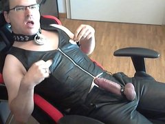 the dirty poppers leather pig slut jerk off her fat cock