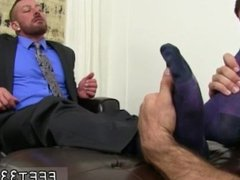 Pinoy men sucking mens feet gay Ricky's deft mouth and tongue shortly