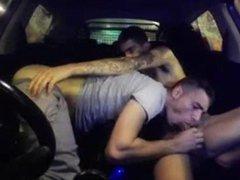 Amateurs follada con lefada dentro del culo en un coche