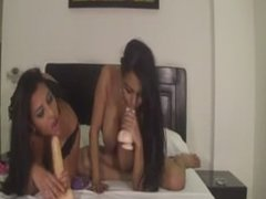latinas use fingers and toys to get off omegle
