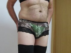 Black boxer and green thong.culotte negro y tanga verde