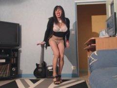 beurette menstruée qui danse en collant