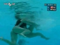 Catfight swimming match waterpolo 01