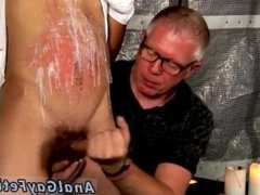 Guys experimenting gay porn gets his salami deepthroated and wanked and