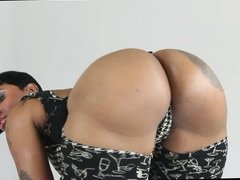 Cherokee D'Ass - Ass shake