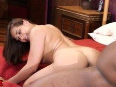 Brunette Sara Luvv Gets Her Pussy Stretched