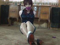 Vivian Chen taped gagged
