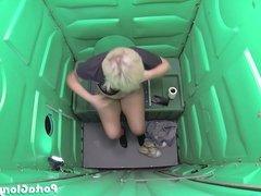 Porta Gloryhole boyish blonde sucks strangers cocks