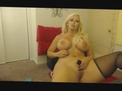 stunning curvy blonde on cam skype