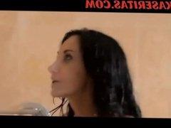 Tetona engañando a su esposo en su propio baño