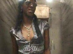 Ebony girl fuck in toilette