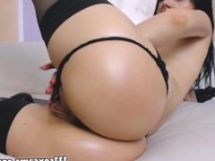 Brunette camgirl showing and masturbate juicy ass on webcam