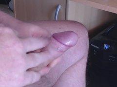 wichse meinen kleinen Schwanz bis er spritzt
