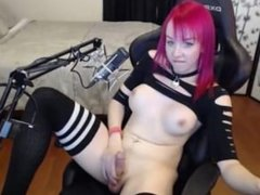 Ginger tranny gives an amazing live show