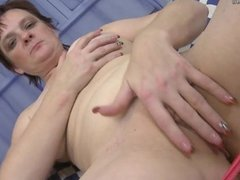 Mature mom with old soaking vag onmilfcom