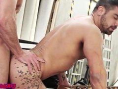 UK bloke banging tattooed hunk