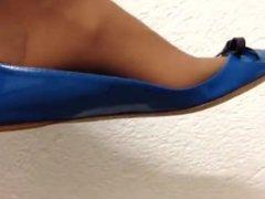 Amateur Girl does some sensual shoe dangling