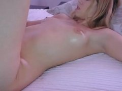 Hot Babe Showing how She Masturbate and Cum