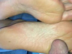 cumming on big smelly soles