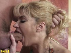 Thirsty mommy Tara Moon makes her man ejaculate