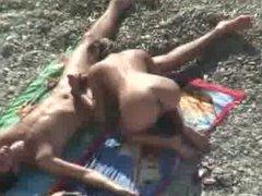 chupando grano en la playa