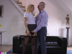 Sexy amateur gets cummed