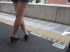 Sexy Legs Walk 030