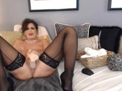 Mindy with hot black stokings and heels like to squirt