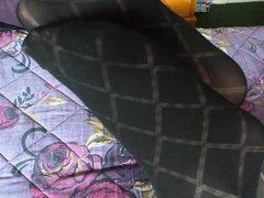 De meia calca e calcinha na cama