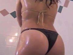 bikini jugando muy hot 4
