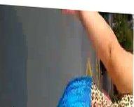 Legging azul e rasteirinha