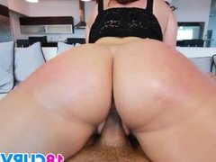Teen Savannah Fox has the perfect ass
