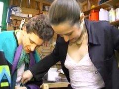 Jeune couple francais adepte de l arrosage