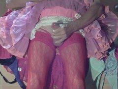 Schwanz wichsen in Pink Petticoat