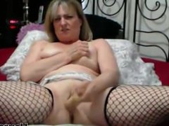 Curvaceous MILF Eldora with fishnet stockings