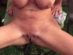 Katherine proudly show her tits and pussy while peeing in the grass