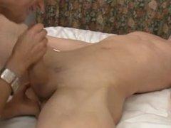 Bengel bekommt seine 1. Prostatamassage
