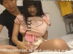 Japanese Teen gets Horny while Fingered