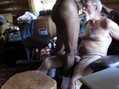 Bearded White Daddy sucks my Big Black Cock! (GBMblownESv01)