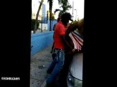 Follando con una jamaicana en medio de la calle