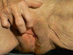 Old Granny jerk off her big clit! Amateur!