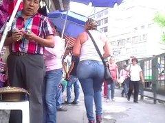 Milf with huge ass walking 2 of 4 nalgona en la calle