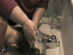 Forward Shampooing In The Bathroom