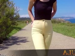 Cameltoe teen in yellow tight denims