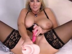 legendary xxx celeb Alysha with massive gape hole and huge toy