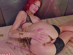 Kinky Milf Shanda Fay Gaps Pussy with Dildo!