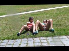 Nackt und heiss im Park