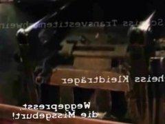 Latex Maid Luder beseitigen scheiss Transvestitenschwein im Müllpresswagen